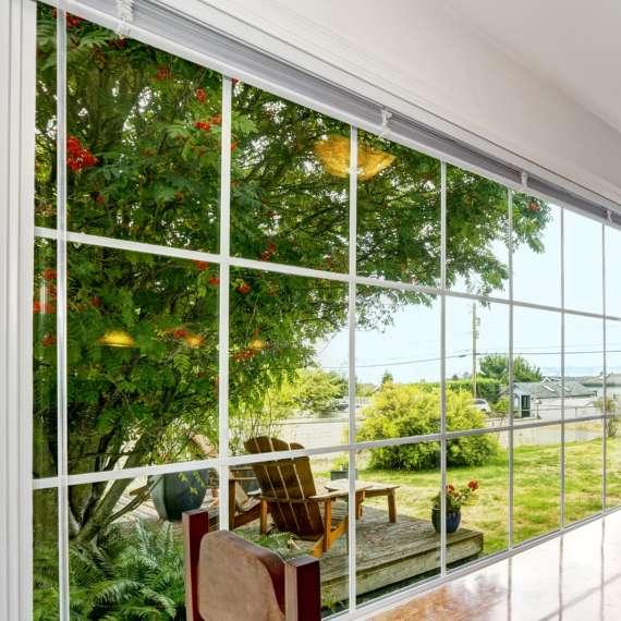 חלון בעל פרופיל אלומיניום בלגי