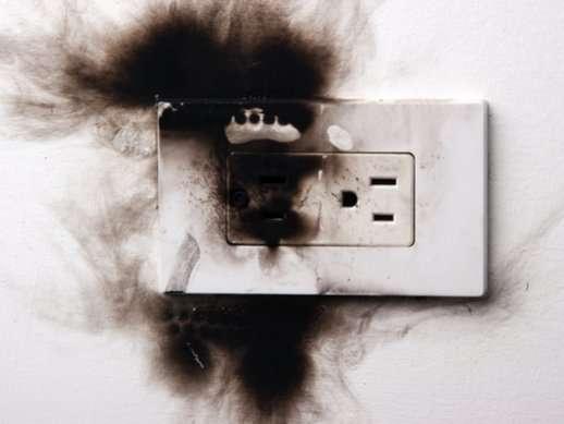 שקע חשמלי שרף מהווה סכנה