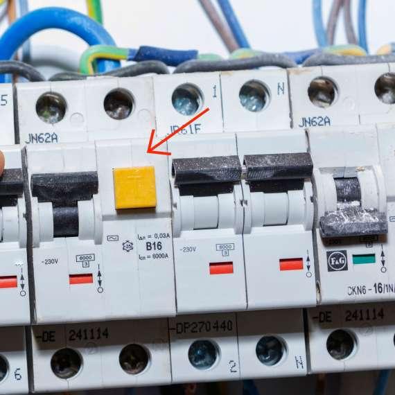 ממסר הפחת בלוח החשמל
